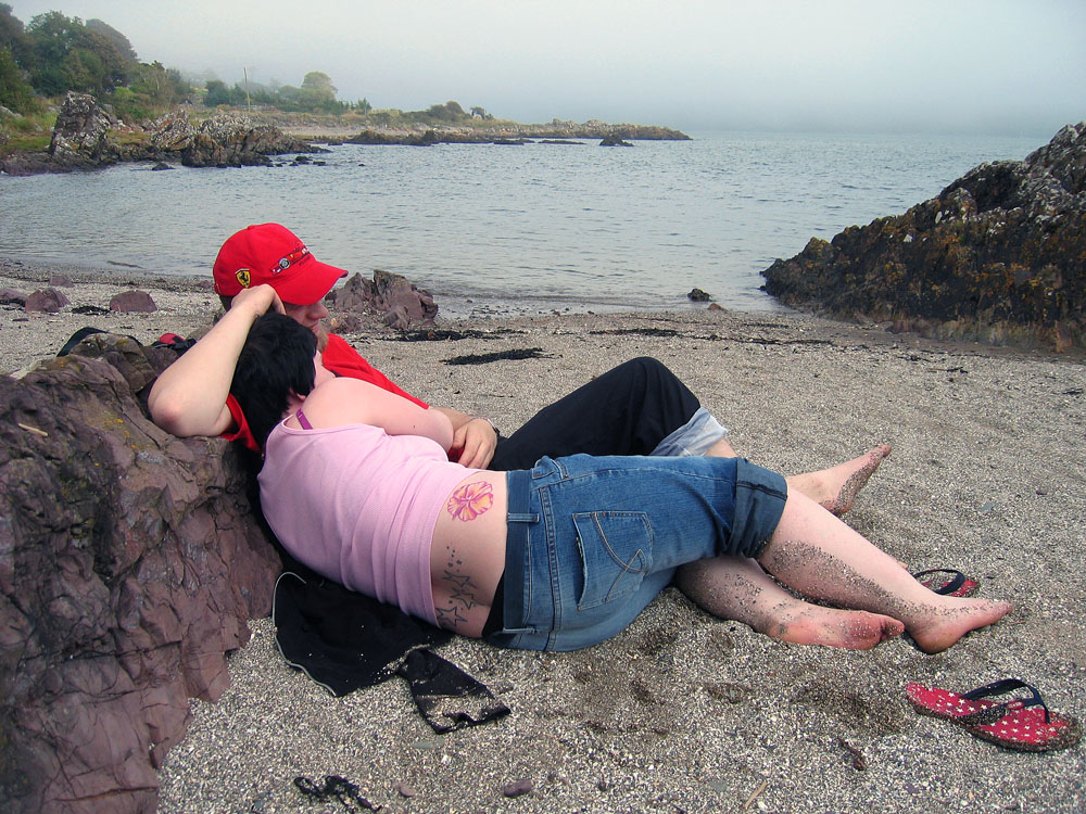 candid-photography-lovers-beach